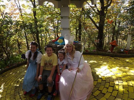 Land of Oz: Yellow Brick Road Characters