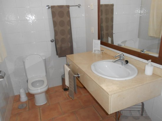 Sunprime Atlantic View: The Bathroom