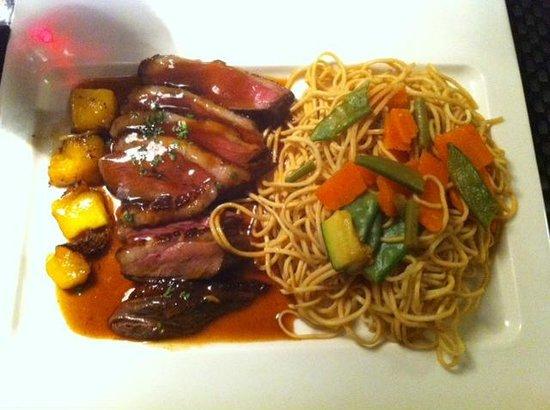 L'Intrigue : Plat ( magret de canard wok )