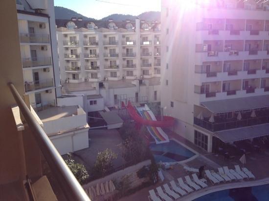 Prestige Hotel & Apart: Pool området