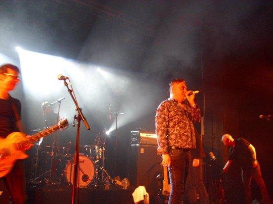 Le Cabaret  Aleatoire : Paul McLoone, frontman of Undertones