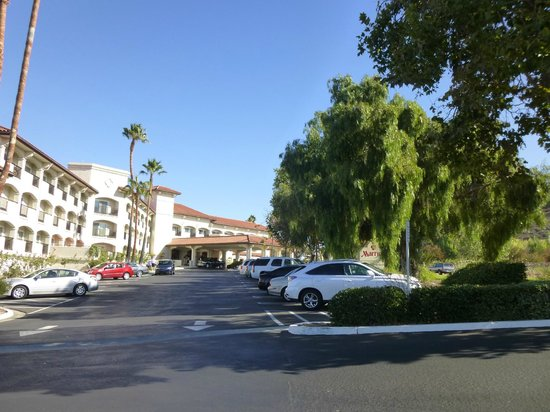 Santa Ynez Valley Marriott: Hotel approach