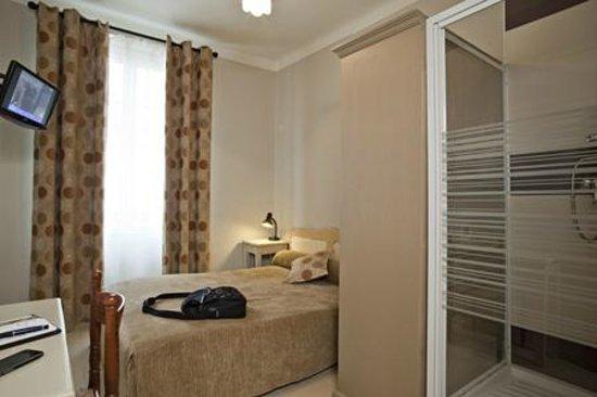 hotel de verdun nice france voir les tarifs 58 avis et 219 photos. Black Bedroom Furniture Sets. Home Design Ideas