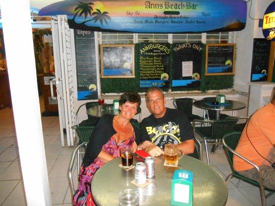 Ann's Beach Bar: enjoying a drink at ann's bar