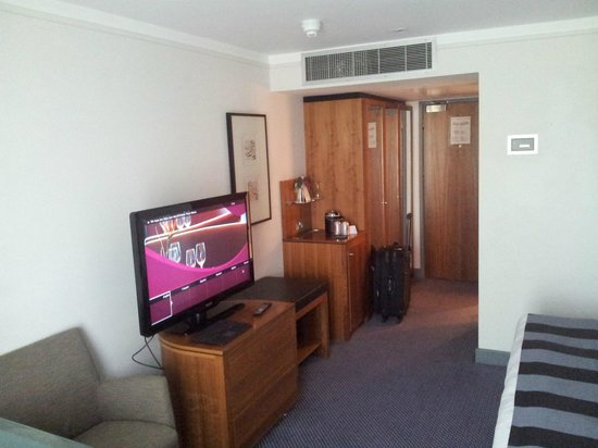 Crowne Plaza Marlow: room