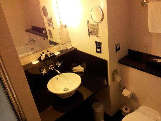 Crowne Plaza Marlow: bathroom