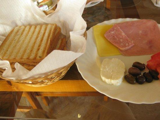 Elysso Hotel: ホテルの朝食1