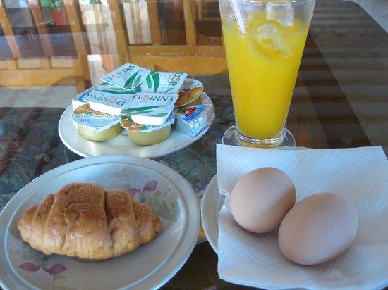 Elysso Hotel: ホテルの朝食2