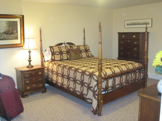 Inn at Lincoln Square: Queen Bedroom