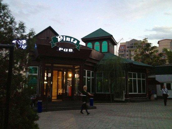 Pinta Pub: Entrance