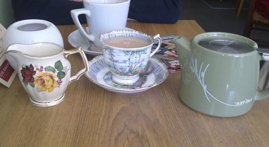Elsie Harrhy Coffee House: Afternoon catch up with friend and tea