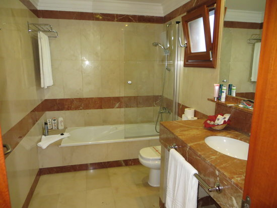 Las Marismas de Corralejo: Big comfortable Bathroom