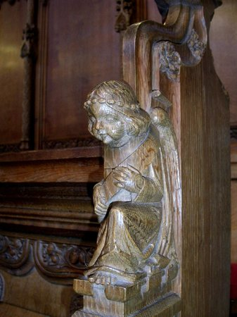 Dunblane Cathedral: Angel on the pulpit