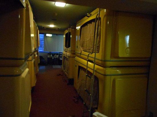 First Inn Kyobashi: 昔ながらのまさしくカプセル