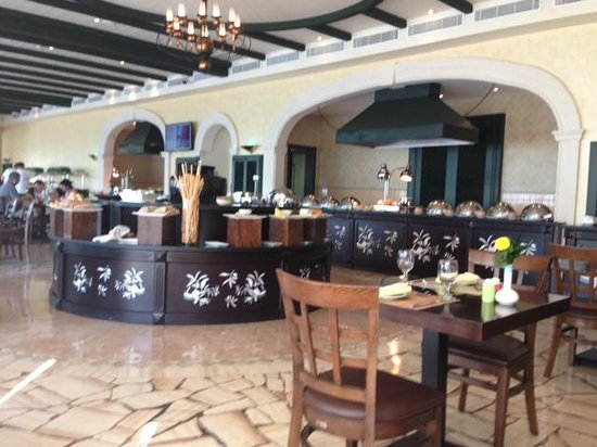 JA Jebel Ali Beach Hotel : One of the many restaurants