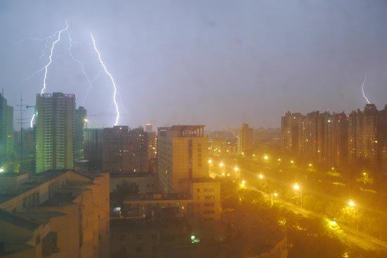 Feitian Hotel: Depuis une chambre sous l'orage