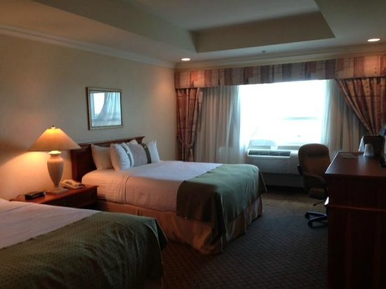 Holiday Inn Oakville @ Bronte: Standard Double Queen Room