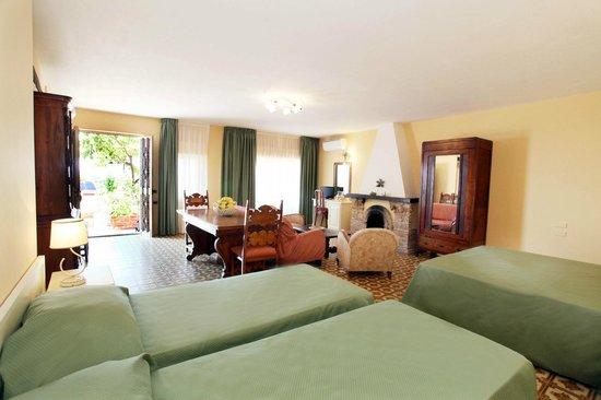 Mendolia Beach Hotel : Junior Suite