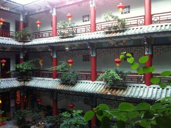 Xiangyue Dali Hotel: Innenhof