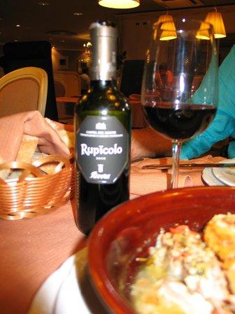Ristorante Sale e Pepe: Bottiglia piccola di Vino Rupicolo