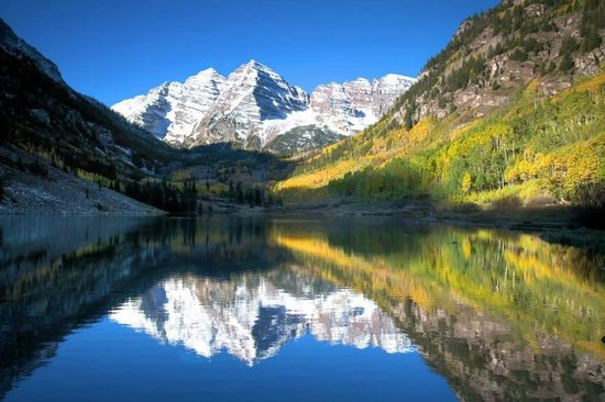 St. Moritz Lodge & Condominiums: Maroon Bells near Aspen