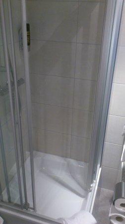 MEININGER Hotel Salzburg City Center: Bathroom