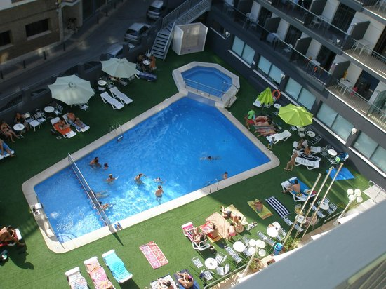 Hotel Melina : La piscina desde mi terraza