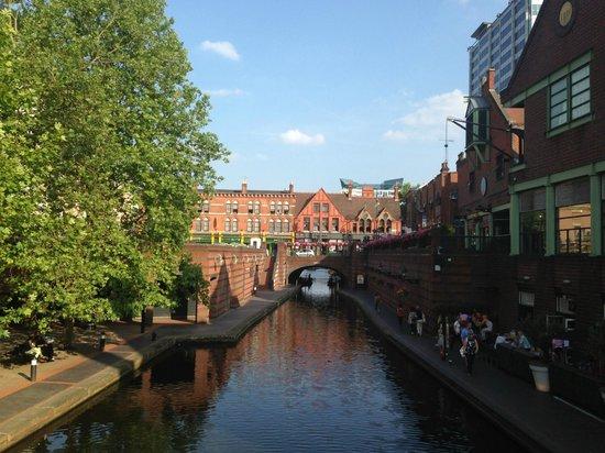 Birmingham Marriott Hotel: canal