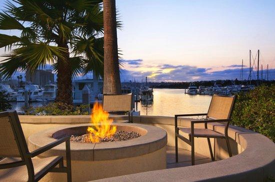 Sheraton San Diego Hotel & Marina: Fire Pits - Fire Pits - Picture Of Sheraton San Diego Hotel & Marina, San Diego