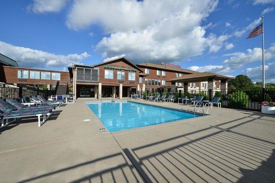 BEST WESTERN Park Oasis Inn: Seasonal heated outdoor pool area