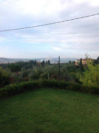 Relais Villa Jacopone Suites : bahçeden Floransa manzarası