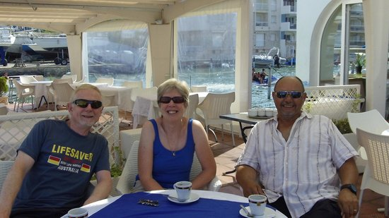 Restaurant Aquario Nou: Morning coffee with firends