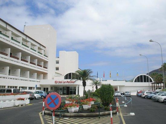 Sol La Palma Hotel: entrada a recepción, aparcamiento