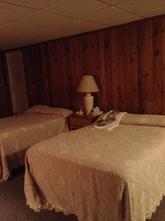 Vineyard Harbor Motel: Sleeping / Living Room -- Unit #106