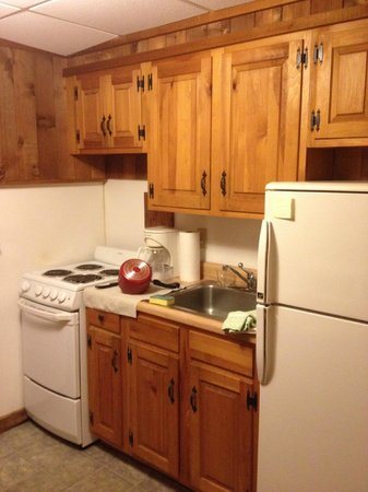 Vineyard Harbor Motel: Kitchen -- Unit # 106