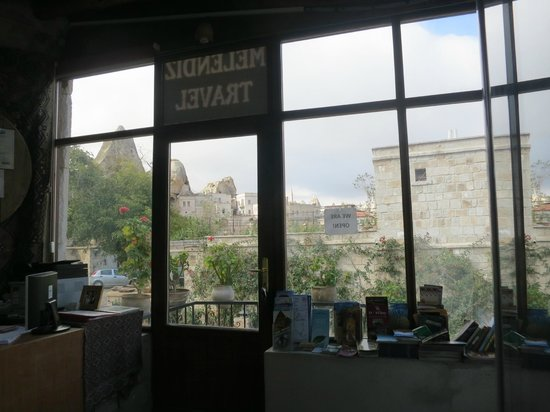 Yasin's Place Backpackers Cave Hotel : view from the Entrance