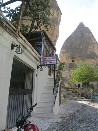 Yasin's Place Backpackers Cave Hotel : Entrance