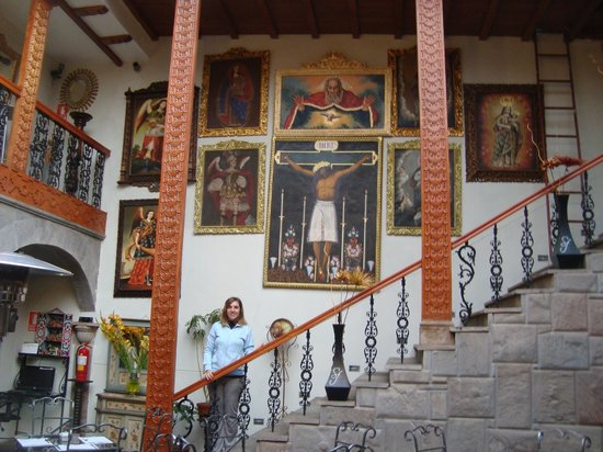 San Francisco Plaza Hotel: El comedor del hotel, de fondo las escaleras para ir a las habitaciones
