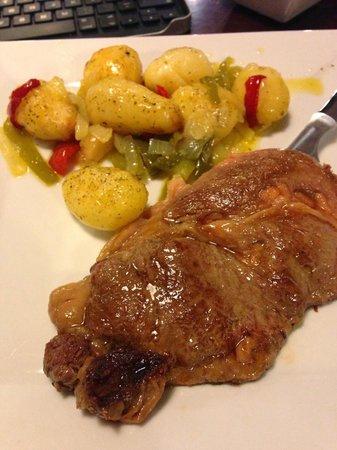 Hotel ibis Malaga Aeropuerto Avenida Velazquez : Entrecot con patatas parisinas