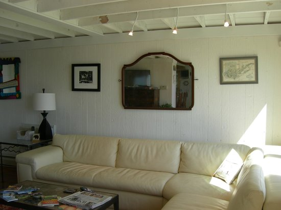 A Beach House Oceanfront Bed and Breakfast : Living room, sit, relax, enjoy the view or visit with others.