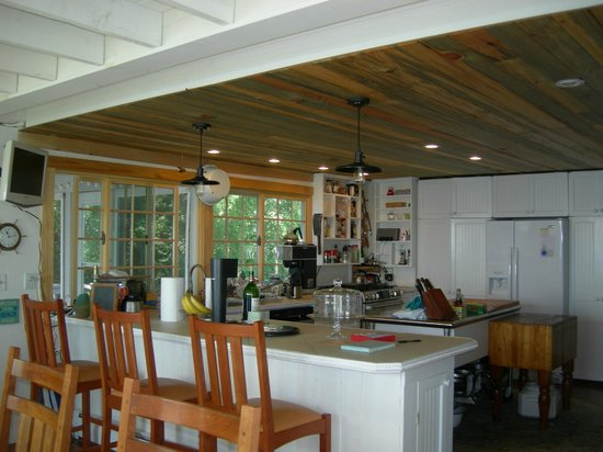 A Beach House Oceanfront Bed and Breakfast: Open kitchen