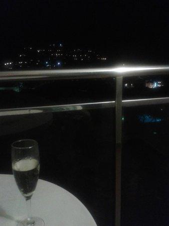 Hotel Garbi: Vista nocturna