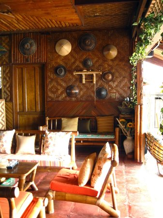 Sumisid Lodge : The 'living room/lounge'