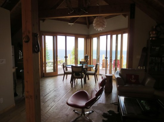 dining area and windows to upper deck