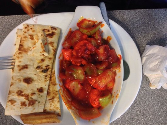 The Hideaway Cafe: Chilli chicken and garlic naan