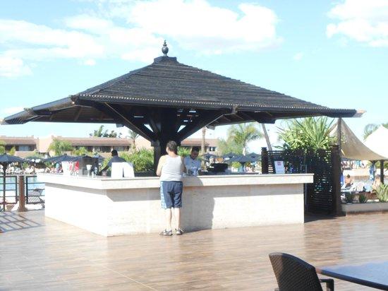 ClubHotel Riu Tikida Palmeraie: Un des bars de la piscine