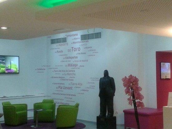 Ibis Styles Madrid Prado: Hall de entrada