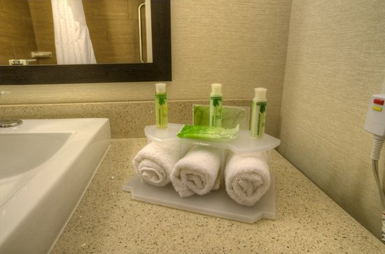 Holiday Inn Express and Suites Phoenix North - Scottsdale: Bath & Body Works amenities
