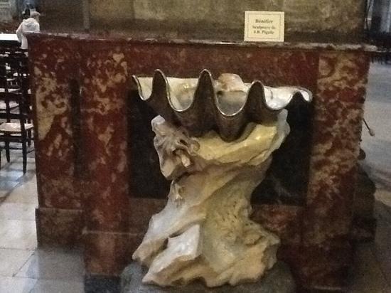 Eglise Saint-Sulpice : clam sculpture