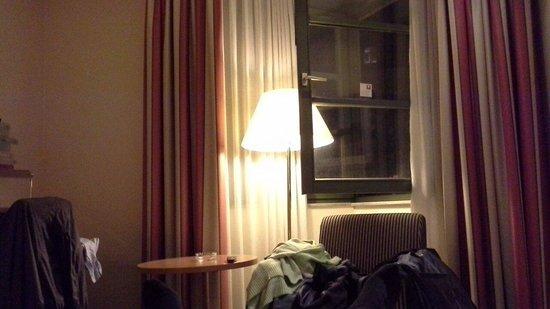 Leonardo Hotel Mannheim City Center : Finestrone da tener ben aprto se si è fumatori....
